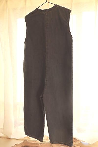 ZARABABYの4-5歳(110㎝)サイズの黒のデニムのオーバーオールのバックスタイル