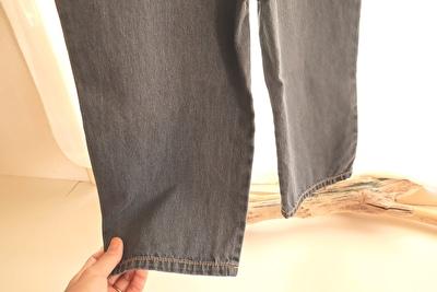 ZARABABYの4-5歳(110㎝)サイズの黒のデニムのオーバーオールの裾部分